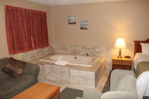 A bathroom at Colonial Resort & Spa