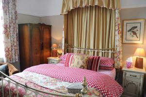 A bed or beds in a room at The Forester and Flower