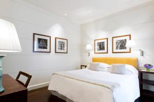 A bed or beds in a room at Gallery Hotel Art - Lungarno Collection