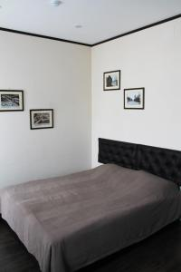 Кровать или кровати в номере Квартиры в доме купчихи Морозовой