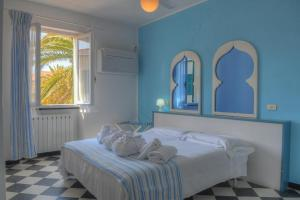A bed or beds in a room at Hotel Arabesque