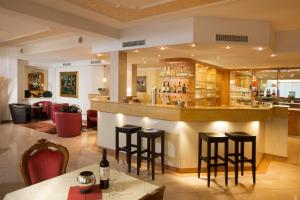 The lounge or bar area at Hotel Waldachtal