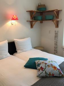 A bed or beds in a room at Hotel Wymerts