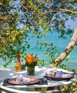 A restaurant or other place to eat at Coralina Island