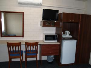 A television and/or entertainment center at Pigeon House Motor Inn