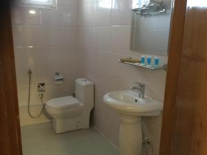 A bathroom at Al Nahrain Hotel