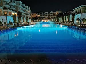 Het zwembad bij of vlak bij Green Life Beach Resort