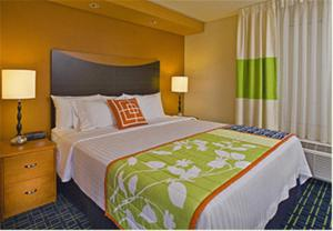 A bed or beds in a room at Fairfield Inn and Suites New Buffalo