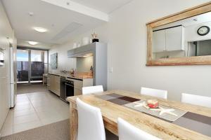 A kitchen or kitchenette at Monaco Unit 905, 12 Otranto St