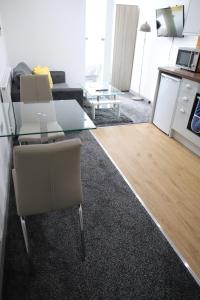 A kitchen or kitchenette at Halifax House, Studio Apartment 207