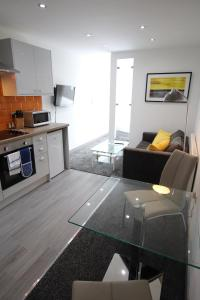 A kitchen or kitchenette at Halifax House, Studio Apartment 209