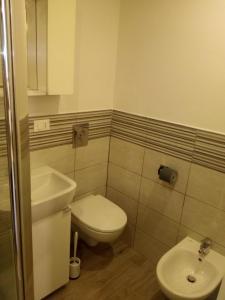A bathroom at Leila