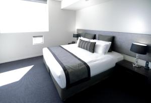 A bed or beds in a room at Mullaloo Beach Hotels & Apartments
