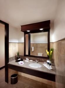 A bathroom at Millennium Hotel Sirih Jakarta