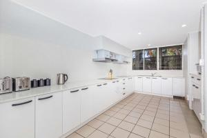 A kitchen or kitchenette at City Star Lodge