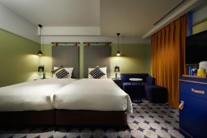 A bed or beds in a room at Hotel Resol Yokohama Sakuragicho