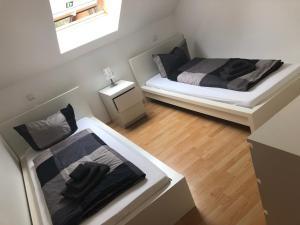 Ein Bett oder Betten in einem Zimmer der Unterkunft Ferienwohnung 2 - Gourmetzimmer
