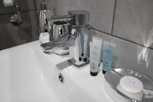 A bathroom at Halifax House, Studio Apartment 214