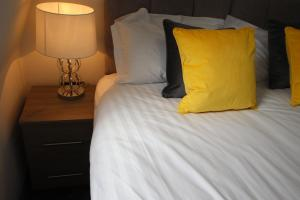 A bed or beds in a room at Halifax House, Studio Apartment 214
