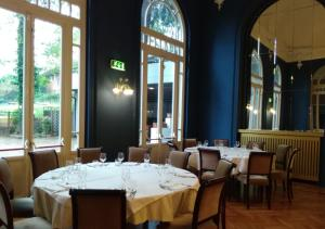 A restaurant or other place to eat at Grand Hotel Regina Salsomaggiore