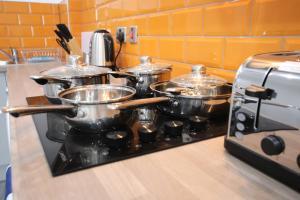 A kitchen or kitchenette at Halifax House, Studio Apartment 215