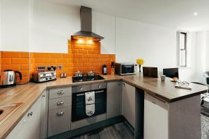 A kitchen or kitchenette at Halifax House, One Bedroom Apartment 216