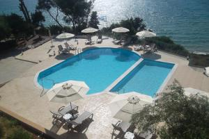 A view of the pool at Kastro Beach Hotel or nearby