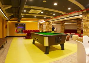 A pool table at Generator Barcelona