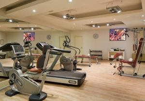 The fitness centre and/or fitness facilities at Starhotels Michelangelo Florence