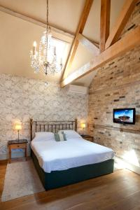 A bed or beds in a room at The Fox by Greene King Inns