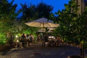 Ein Restaurant oder anderes Speiselokal in der Unterkunft Ansitz Romani