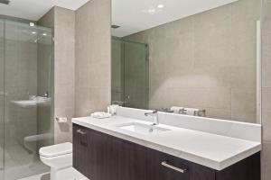 A bathroom at Quality Hotel Lakeside