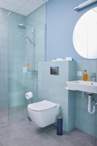 A bathroom at ODDSSON Hotel