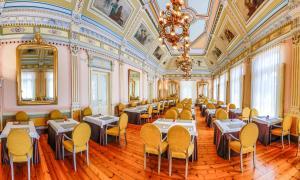 Un restaurante o sitio para comer en Gran Hotel Las Caldas Wellness Clinic