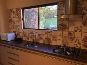 A kitchen or kitchenette at Casa do Lago