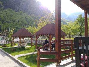 Vista general d'una muntanya o vistes d'una muntanya des de l'hostal o pensió