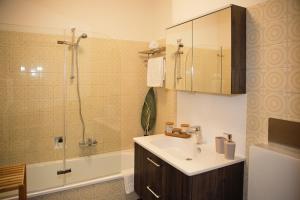 Ein Badezimmer in der Unterkunft Pension Schüssler