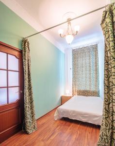Кровать или кровати в номере RentPiter Griboedova 93 balcony