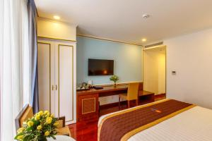 A television and/or entertainment center at Huong Sen Annex Hotel Quarantine Hotel