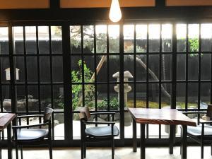 A restaurant or other place to eat at Kyomachiya Ryokan Sakura Urushitei