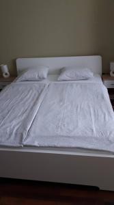 A bed or beds in a room at Surman Apartmanok
