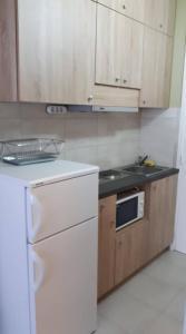 A kitchen or kitchenette at Surman Apartmanok