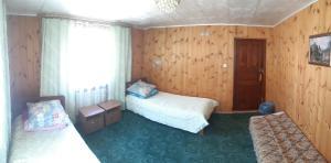 Кровать или кровати в номере Гостевой дом Ёлочка