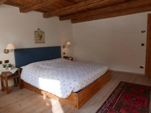 A bed or beds in a room at Rocca B&B