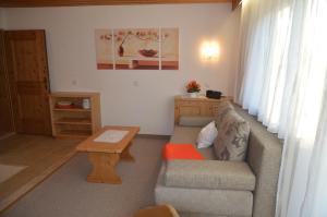 Ein Sitzbereich in der Unterkunft Apartmenthaus Bader