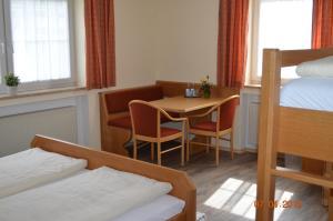 A bed or beds in a room at Gasthof zum Ochsen
