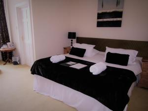 A bed or beds in a room at Black Bull Hotel