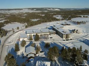A bird's-eye view of Sanderstølen Hotell