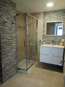 A bathroom at APARTAMENTO EN EL CENTRO DE LALIN