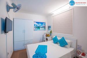 Ein Bett oder Betten in einem Zimmer der Unterkunft Hanoi Buddy Inn & Travel